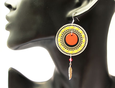 sarayana, bijoux cuir, boucles d'oreille cuir, boucles d'oreille rouge jaune, boucle d'oreille argent, boucles d'oreille bohème, boucle d'oreille estival, bijoux fait main, bijoux créateur, création bijoux