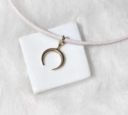 collier tour de cou, ras du cou, collier lune or, collier cuir blanc, bijou blanc et or