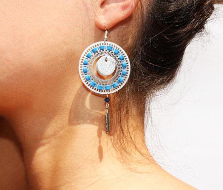 bijoux créateur, bijou fait main, bijoux cuir, créateur de bijoux, créatrice bijou, boucles d'oreille cuir, bijoux bleu et argent, boucles d'oreille bleu électrique, boucles d'oreille créôle, boucles d'oreille argent, bijoux plume, plume argent, sarayana,