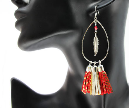 sarayana, création bijoux, créateur bijoux, boucles d'oreille cuir, boucles d'oreilles pompon, pompon cuir, boucles d'oreille rouge doré, boucles d'oreille argent, plume, bijoux bohème, gipsy, ethnique,