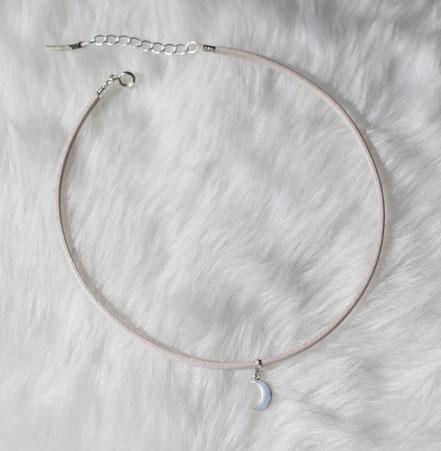 collier tour de cou, collier ras de cou, choker necklace, collier mini lune, collier lanière de cuir blanc, collier blanc et argent, collier lune, boho necklace