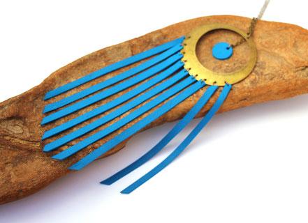 sarayana, bijoux cuir, sautoir cuir, sautoir franges, franges de cuir, sautoir bleu électrique, sautoir hippie chic, sautoir ethnique chic, sautoir long, bijoux fait main, création bijoux, créateur bijoux