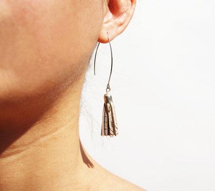 sarayana, création bijoux, créateur bijoux, boucles d'oreilles, boucles d'oreille pompon, pompon cuir, boucles d'oreille rose poudré doré argenté, boucles d'oreille cuir, bijoux cuir, boucles d'oreilles gipsy, ethnique, bohême