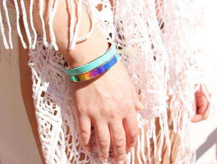 bracelet cuir hollographique, bijou olographique, bracelet manchette, bracelet bangle, bracelet argent, bracelet jonc, bijoux hollographique, bracelet irrisé