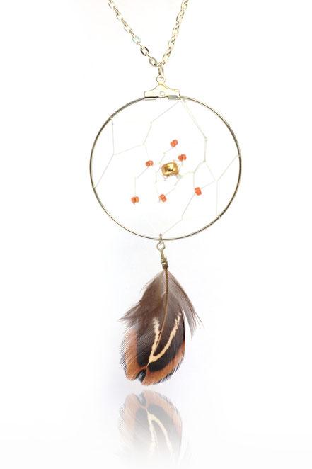 sarayana, sautoir attrape rêve, bijoux capteur de rêve, dreamcatcher, bijoux fait main, sautoir long, style amérindien, ethnique chic, bijou plume, marron doré