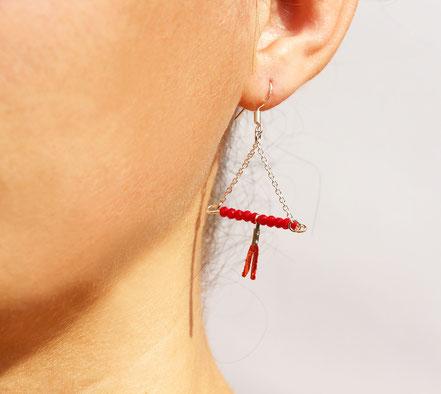 sarayana, bijoux créateur, création bijoux, bioux fait main, créateur de bijoux, boucles d'oreille triangle, bijoux triangle, bijoux géométrique, bijou moderne, boucles d'oreille Rouge, boucles d'oreille argent,