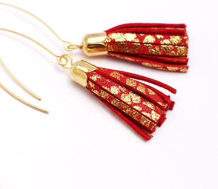 bijoux créateur, création bijoux, bijoux fait main, boucles d'oreille de créateur, bijoux de soirée, bijou moderne, boucles d'oreille de soirée, rouge et doré, bijoux rouge et doré, long crochet d'oreille, bijoux élégant