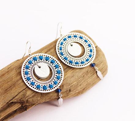 bijoux créateur, bijou fait main, bijoux cuir, créateur de bijoux, créatrice bijou, boucles d'oreille cuir, bijoux bleu et argent, boucles d'oreille bleu électrique, boucles d'oreille créôle, boucles d'oreille argent, bijoux plume, plume argent, sarayana