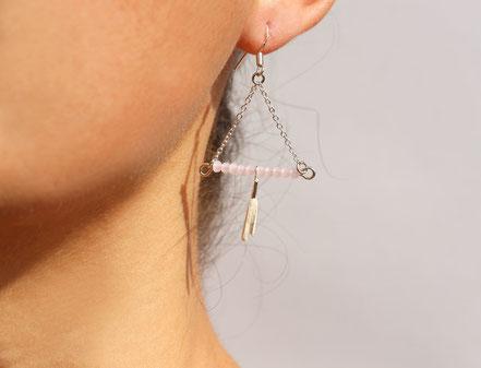 sarayana, bijoux créateur, création bijoux, bioux fait main, créateur de bijoux, boucles d'oreille triangle, bijoux triangle, bijoux géométrique, bijou moderne, boucles d'oreille rose pastel, boucles d'oreille argent,