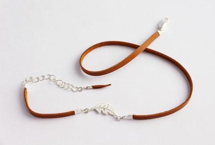 bracelet multitours cuir, lanière de cuir, bijoux cuir, bracelet plume, marron argenté, camel, bijoux fait main, sarayana, bracelet fin élégant