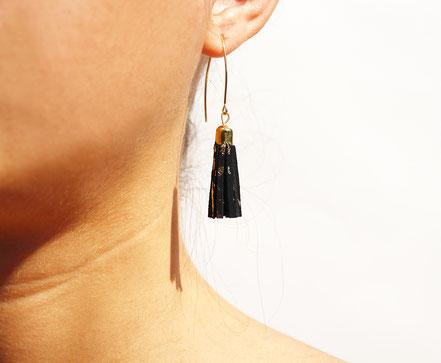 bijoux créateur, création bijoux, bijoux fait main, boucles d'oreille de créateur, bijoux de soirée, bijou moderne, boucles d'oreille de soirée, noir et doré, bijoux noir et or, long crochet d'oreille, bijoux élégant