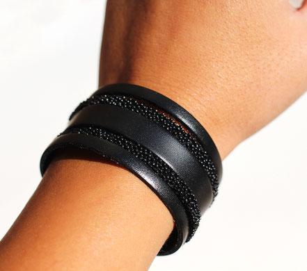 manchette de cuir noir, bracelet cuir large, bracelet noir, lanières de cuir, bracelet large en cuir, cuir caviard, bijoux de créateur