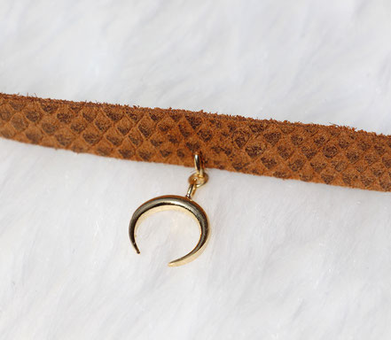 collier ras du cou, collier cuir marron, bijoux cuir serpent, ras du cou lune, bijoux lune or, bijoux bohème-chic
