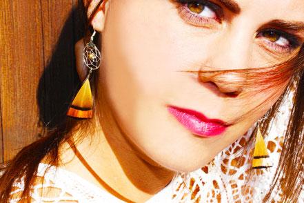 sarayana, boucles d'oreille attrape rêve, dreamcatcher, bijoux capteur de rêve, boucles d'oreille plume, mini attrape rêve, bijou faits main, boucles d'oreille argent