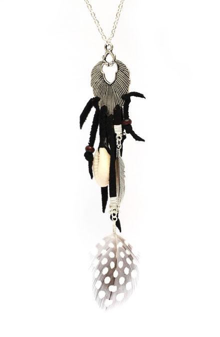 bijoux créateur, création bijoux, sautoir créateur, bijoux fait main, sautoir cuir, sautoir ethnique-chic, bijoux festival, sautoir noir et argenté, sautoir plume, sautoir ethnique-chic, collier long, sarayana, sautoir bohème-chic, bijoux cuir , cowrie