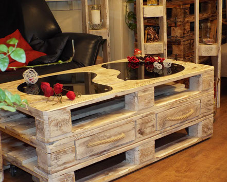 tische aus paletten upcycling wohnarts webseite. Black Bedroom Furniture Sets. Home Design Ideas