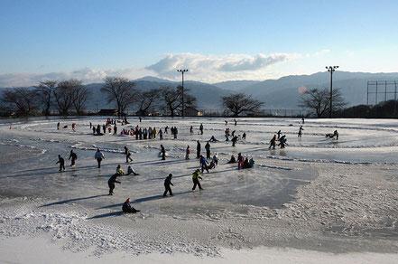 【特選】坂牧 勉「運動場の天然リンクでスケート授業」