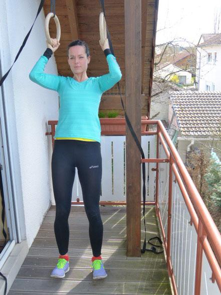Klimmzüge mit Unterstützung der Beine