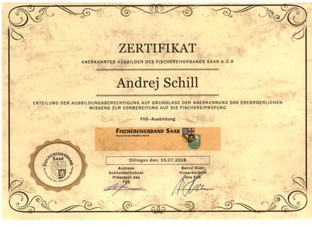 """ZERTIFIKAT Anerkannter Ausbilder des Fischereiverbands SAAR K.Ö.R  -  Сертификат """"Признанный Инструктор"""""""