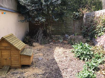 Le compost dans mon jardin naturel : dans l'enclos des poules