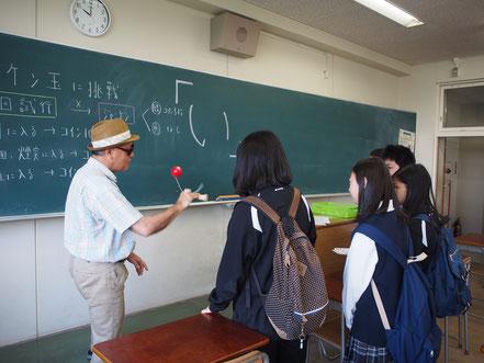 高校・中学・小学校のレクリエーションでもできる開かずの箱の学校脱出ゲームの様子、教室です。