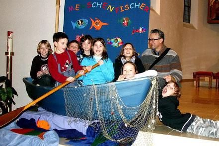 Erstkommunionkinder im Fischerboot - 2006