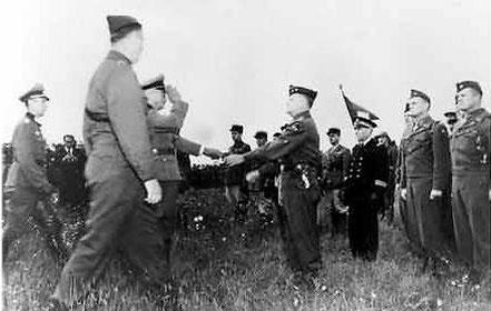 Cérémonie de la reddition de la poche de St Nazaire, le 11 mai 1945, à BOUVRON