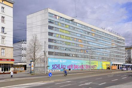 Der Blaue Bock in der Ernst-Reuter-Allee kurz vor dem Abriss im April 2016