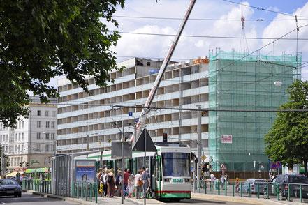 Der Blaue Bock in der Ernst-Reuter-Allee zum Beginn der Abrissarbeiten im Juni 2016