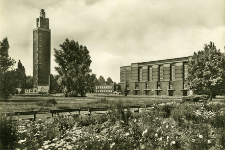 Stadthalle Magdeburg mit Turm