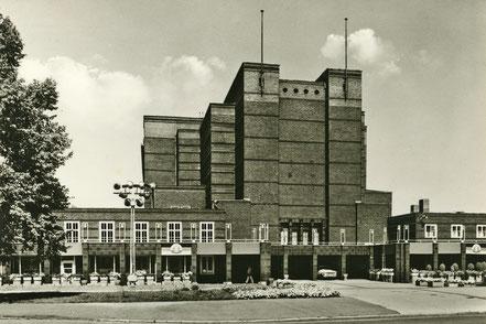 Die sanierte Stadthalle Magdeburg um 1969.