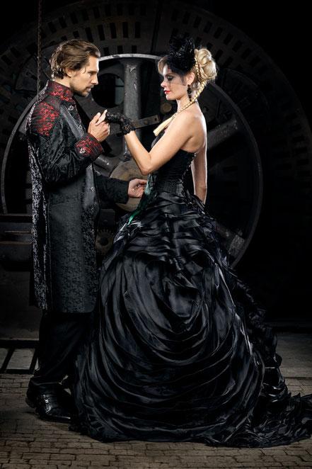extravagante hochzeitskleider, extravagante brautkleider, besondere brautmode, schwarze brautkleider, schwarze brautmode, gothic brautkleid, steampunk brautkleid, coole brautmode, spezielle brautmode