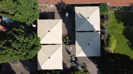 ✅ Sonnenschirme für Gastronomie may SCHATTELLO quadratischer Marktschirm mit 5x5 m im Weingut Höflich Großostheim Gutsausschank ✅ von FINK Sonnenschirme Großostheim