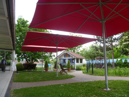 may Sonnenschirm rot rechteckig für Seniorenheim AWO in Wörth Seniorenresidenz