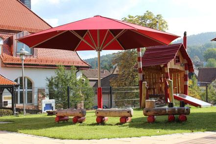 may sonnenschirm Schattello im Kindergarten in Sailauf Unterfranken Sonnenschutz Kindergarten