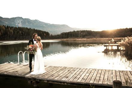 Hochzeitsfoto mit Brautpaar Gegenlichtfotografie