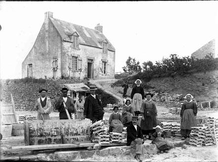 chaulage des tuiles au siècle dernier en rivière d'Auray