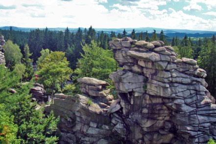 Blick auf die Greifensteine im Erzgebirge