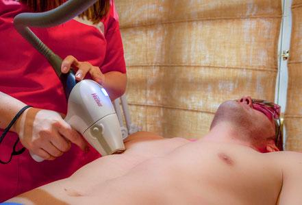Depilación Láser Vectus de pecho a un hombre. El género masculino cada vez más fiel a la depilación Láser Vectus. Pecho, abdomen y espalda son las zonas preferidas, aunque cada vez más hombres solicitan depilar todo el cuerpo.