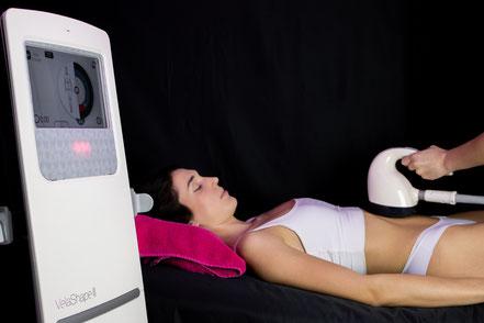 Alba realizando un tratamiento de Vela 3