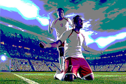 Jubelnde Fußballspieler im Stadion auf Rasen. Sportlicher Erfolg dank Mentalcoaching.