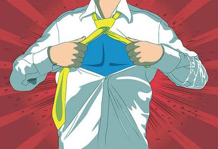 Energiegeladener Mitarbeiter eines Unternehmens. Superman-Stil. Ergebnis von Mitarbeitercoaching.