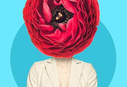 Der Kopf einer Frau im Blazer hat sich zu einer Blüte entfaltet. Potenziale erkennen und entfalten.