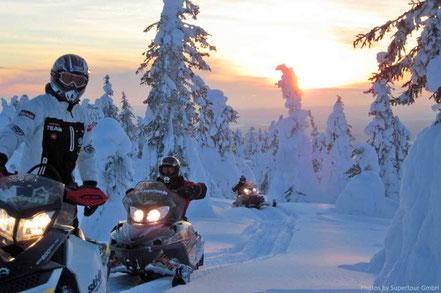Schneemobil fahren in Schweden