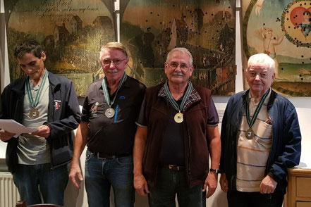 v.l.n.r.: Bez.-Sportleiter Michael Fleisch, Hubert Burtscher, Georg Macek, Josef Kessler