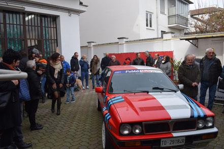 La sorpresa della giornata, una Lancia Delta 16v decorata per metà con livrea Martini su base rossa come vettura del 1989 e per metà con livrea tradizionale su base bianca '89-'90