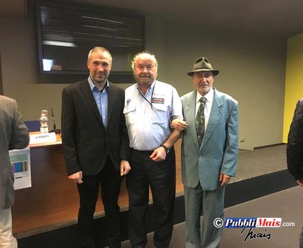 Vittorio Roberti al centro con Roberto e Vinicio Mais