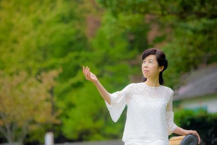 癒しの歌を作り続けるアーティスト天貝観姫の写真です。
