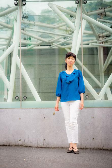 現代に生きる人の疲れた心を癒すシンガーソングライター天貝観姫の写真です。