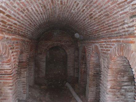 Boveda de cañón en ladrillo visto de un sótano